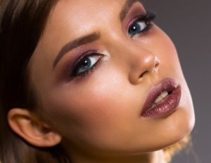 Tips Memilih Lipstick Untuk Bibir Gelap